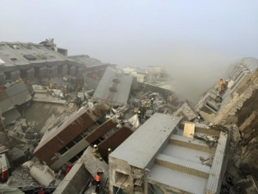 Rescue personnel work on damaged buildings after an earthquake in Tainan, southern Taiwan, February 6, 2016. REUTERS/Pichi Chuang