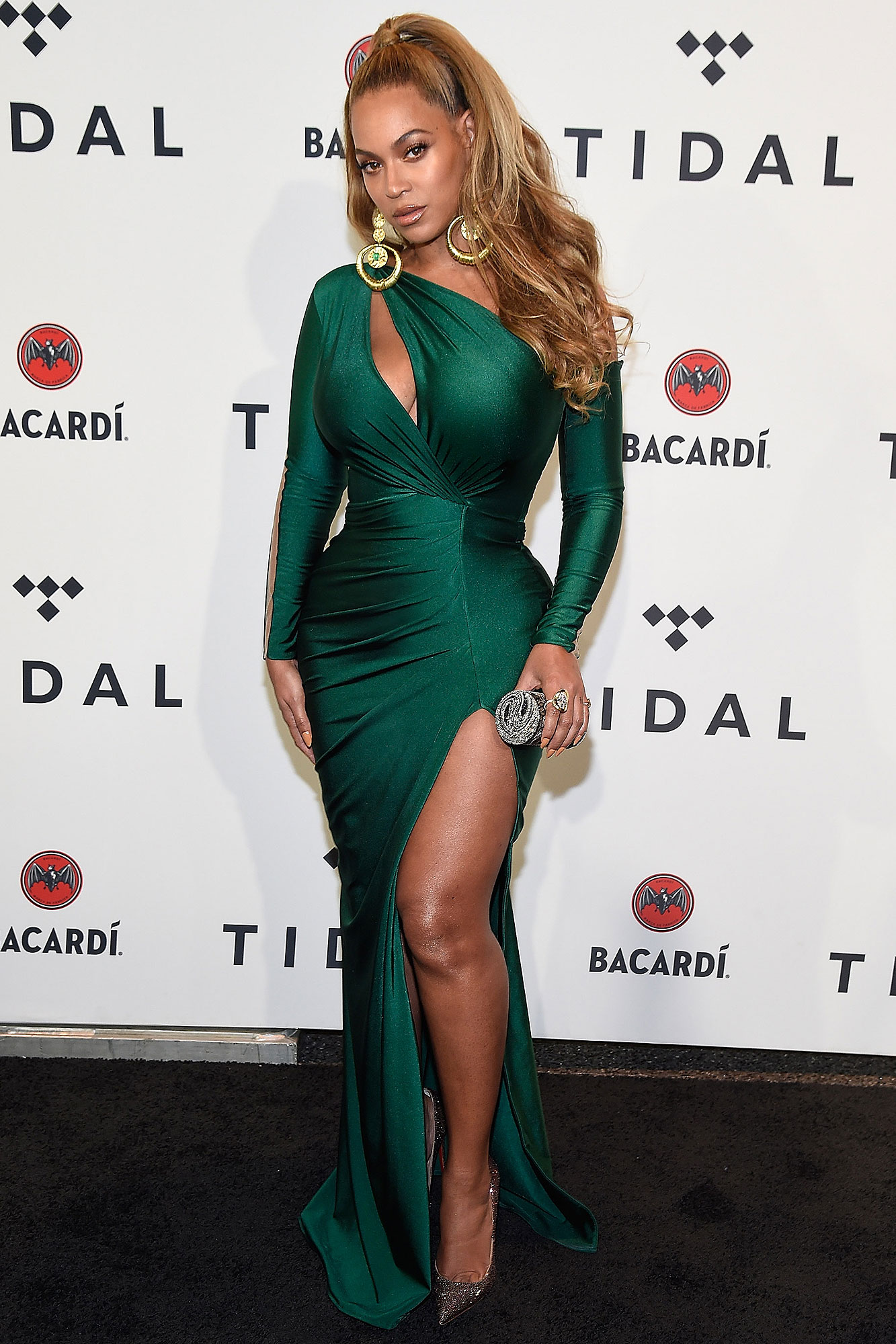 Beyoncé Supports JAY-Z at Tidal's Hurricane Benefit Concert