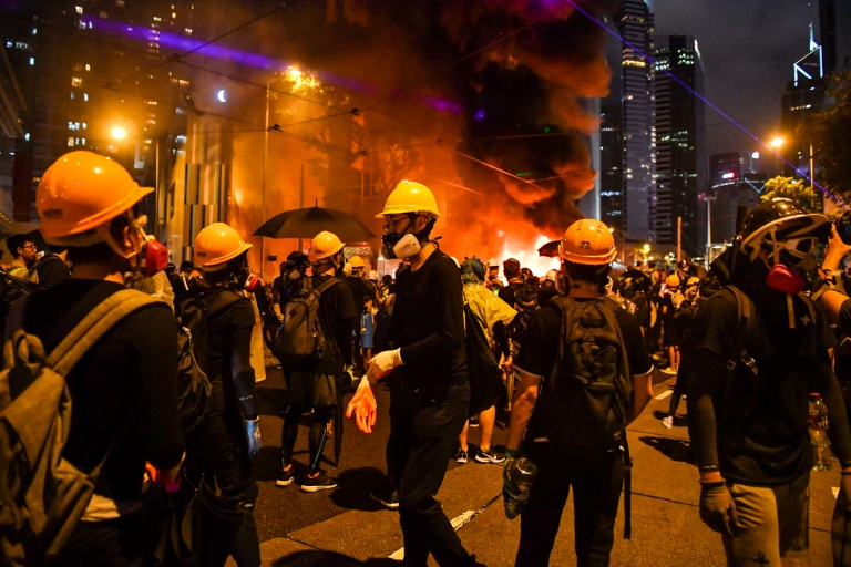 Hong Kong rioters vow no surrender